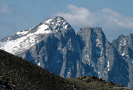 Вершины Купол и Стол. Автор фото: Матвей Поляков.